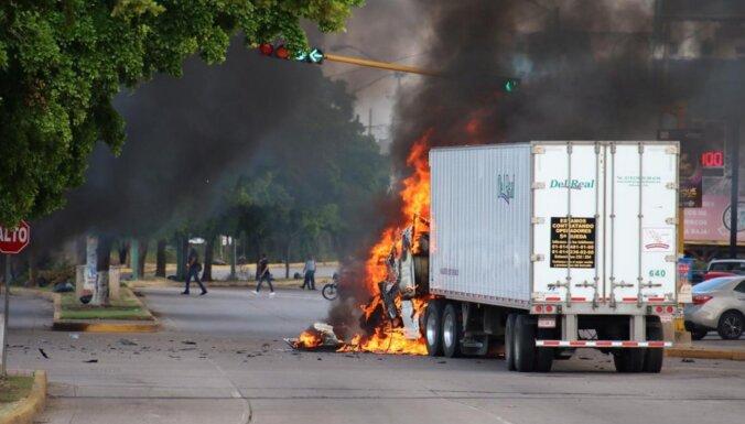 Pēc plašas apšaudes Meksikā atbrīvots El Čapo dēls