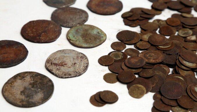 Rīgas apkārtnē atrasts vērtīgs 17. gadsimta monētu depozīts