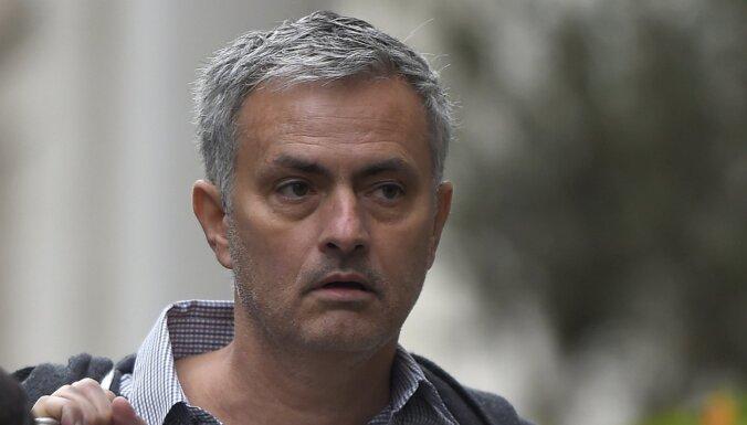 Totenhemas 'Hotspur' atlaiž Mourinju