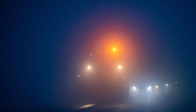 Ziemassvētku vakarā negadījumos cietuši desmit cilvēki, tostarp četri gājēji
