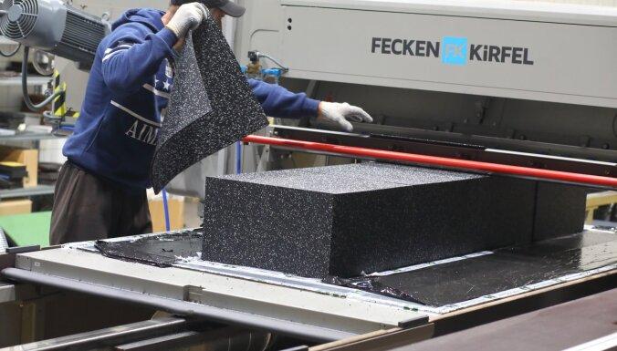 Tie vairs nav tikai melni paklāji – Ādažu uzņēmums ražo gumijas dizaina flīzes