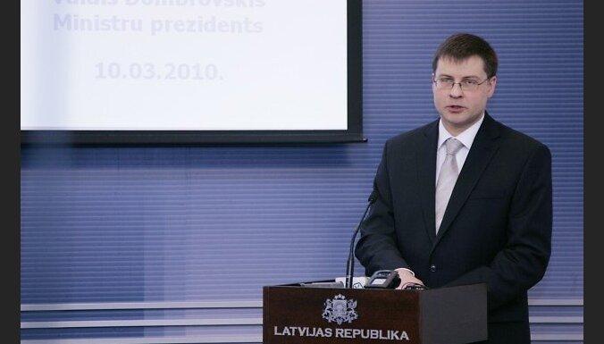 Ministru kabineta Ministru prezidentu zâlç notiek Ministru prezidenta Valda Dombrovska preses konference, kurâ premjers ziòo par gada laikâ paveikto un sniedz aizsâkto darbu vçrtçjumu, kâ arî informç par savu redzçjumu un uzstâdîjumu turpmâkajam ðîs valdî