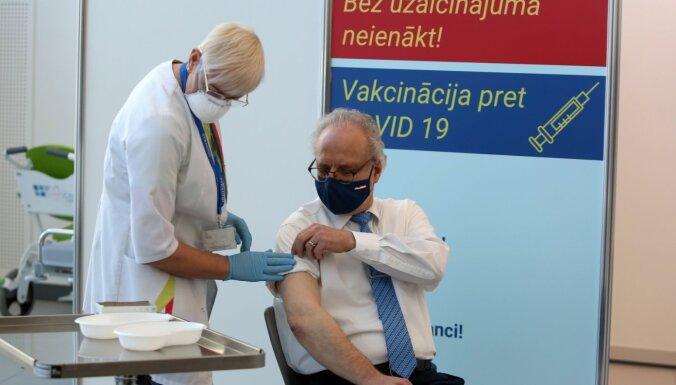 В пятницу продолжится вакцинация высокопоставленных должностных лиц