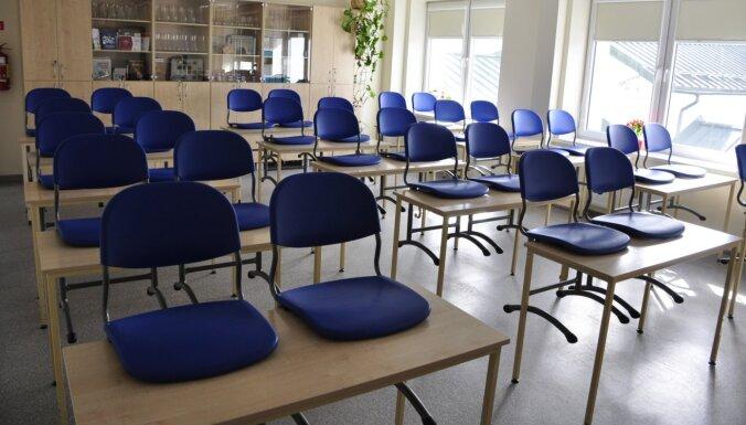 """Некоторые школы возобновили очное обучение; на """"удаленке"""" остаются 268 образовательных учреждений"""