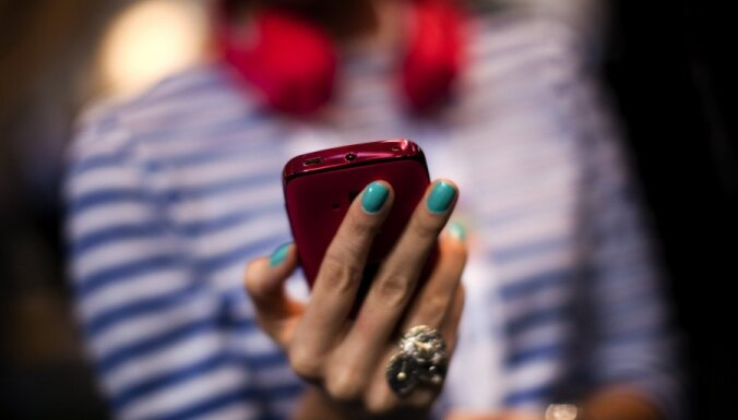 В Эстонии мобильный телефон заменит банковскую карточку