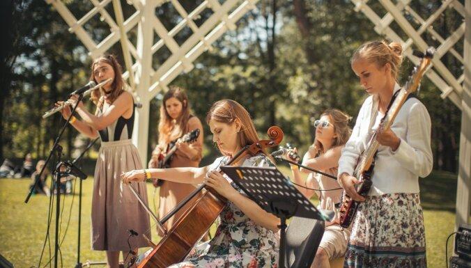 Foto: Dikļos aizvadīts pirmais laikmetīgās mūzikas festivāls 'Virzskaņa'