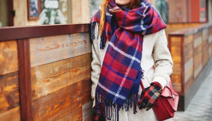 Izmēģināšanas vērtas idejas, kā stilīgi valkāt lielās rudens šalles