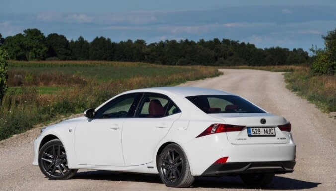 'DELFI Auto' tests: jaunais 'Lexus IS' joprojām cenšas noķert 'bavāriešus'