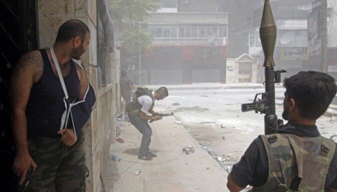 Nemiernieku uzbrukumu dēļ slēdz Alepo lidostu Sīrijā
