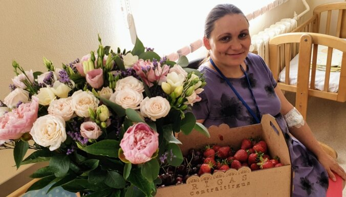 Trešdien dzimušo trīnīšu ģimene no Rīgas domes saņems 4500 eiro pabalstu