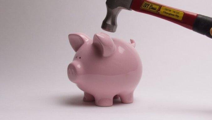 Raidījums: uz 'ātro kredītu' upuru rēķina grib pelnīt arī citi uzņēmumi