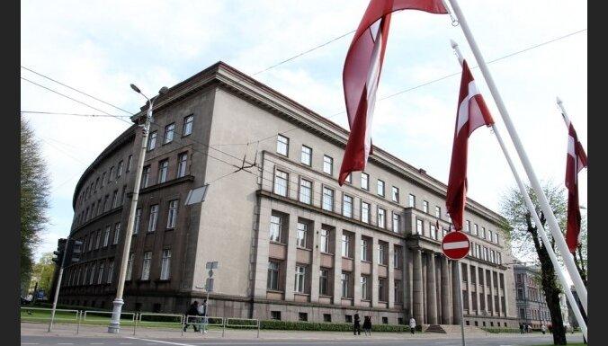 Komisija atbalsta 10 ministru valdību pēc vēlēšanām