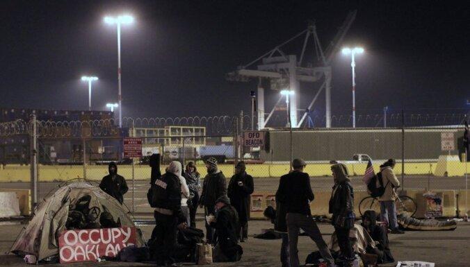 """Движение """"Захвати Уолл-стрит"""" блокировало порты в США"""