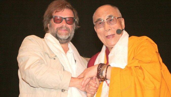 Далай-лама поговорит с Гребенщиковым и Херманисом о единстве всего человечества