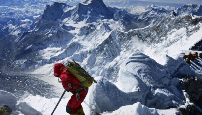 От горной болезни на Эвересте за неделю умерли три альпиниста