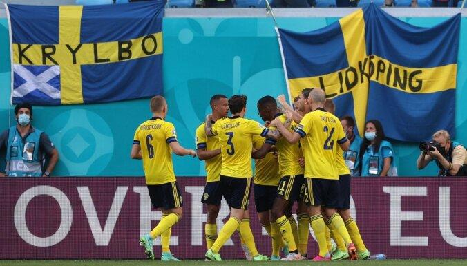 Zviedrijas izlase ar uzvaru pār Slovākiju izvirzās apakšgrupas vadībā
