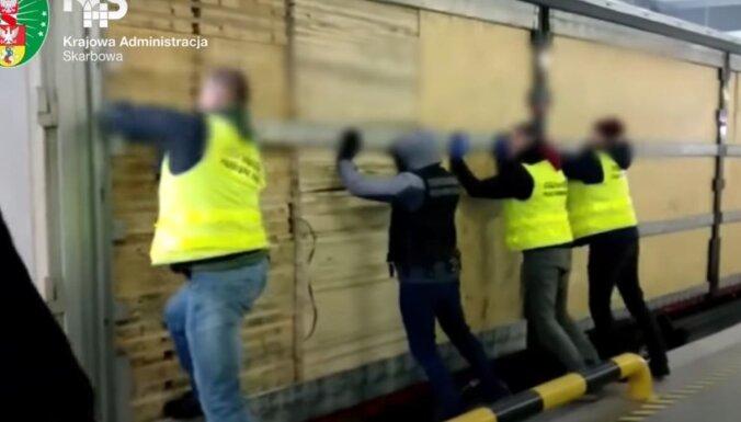 Poļu robežsargi aiztur valsts vēsturē lielāko baltkrievu kontrabandas cigarešu kravu