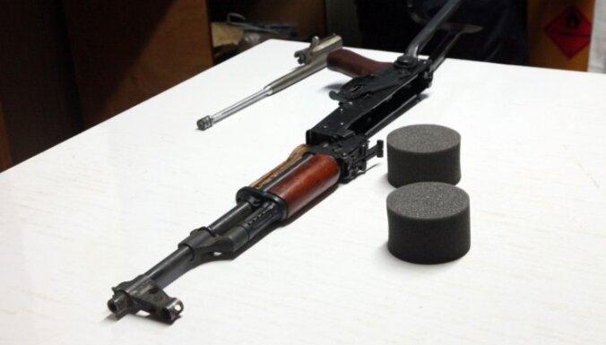 Kenijā skolēns ar 'AK-47' nošauj sešus klasesbiedrus