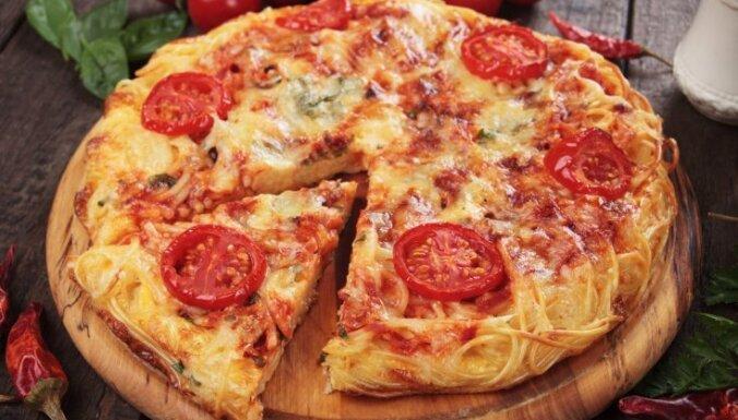 Spageti omlete ar diviem sieriem