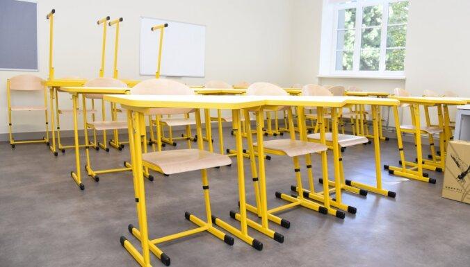 В Даугавпилсе учительница заболела Covid-19: два класса отправлены на карантин