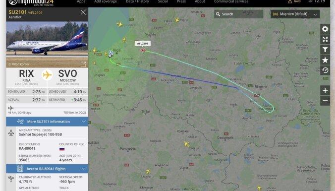 """ФОТО: Самолет """"Аэрофлота"""" прервал рейс в Москву и вернулся в Ригу"""