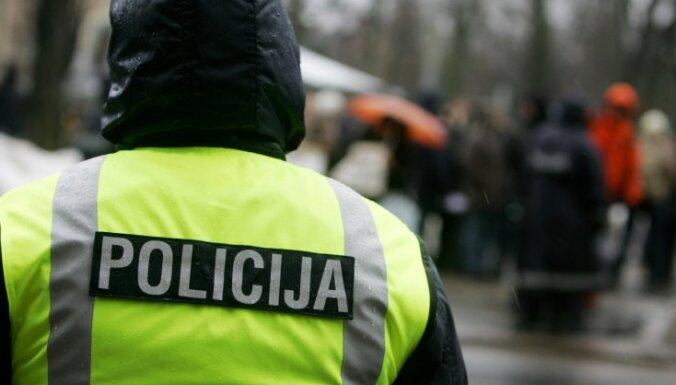 Полиция искала нарушителя, а нашла голую женщину