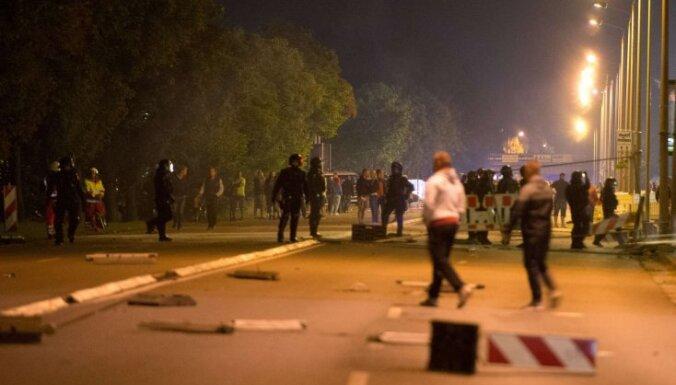 Атака радикалов на лагерь беженцев Германии: ранены 30 полицейских