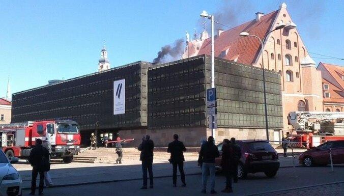 ФОТО, ВИДЕО. Крышу Музея оккупации потушили за час