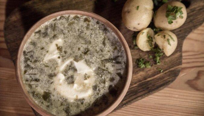 Какова Литва на вкус: Щавелевый суп с ячменной крупой и яйцом