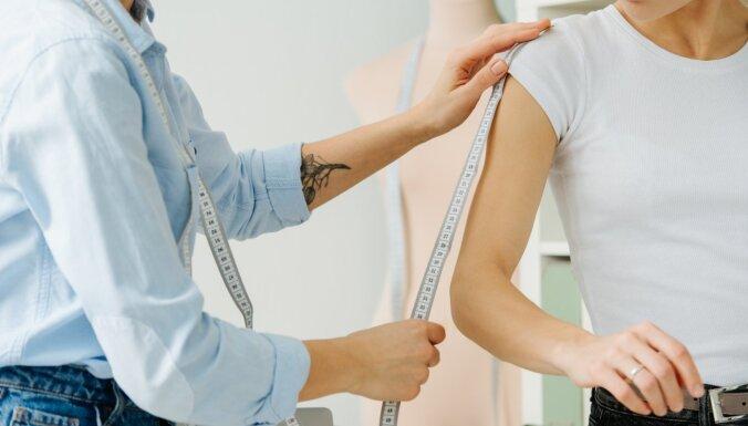 Atsvaidzini garderobi tiešsaistē: stilistes padomi apģērba iegādei internetā
