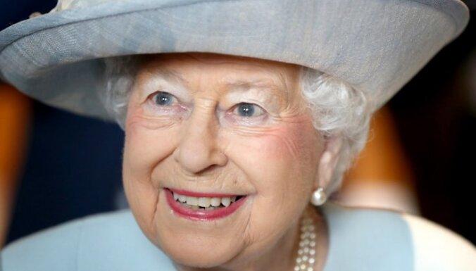 Karaliene Elizabete II veikusi savu pirmo 'Instagram' ierakstu