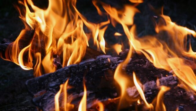 Ceturtdien ugunsgrēkos bojā gājuši divi cilvēki