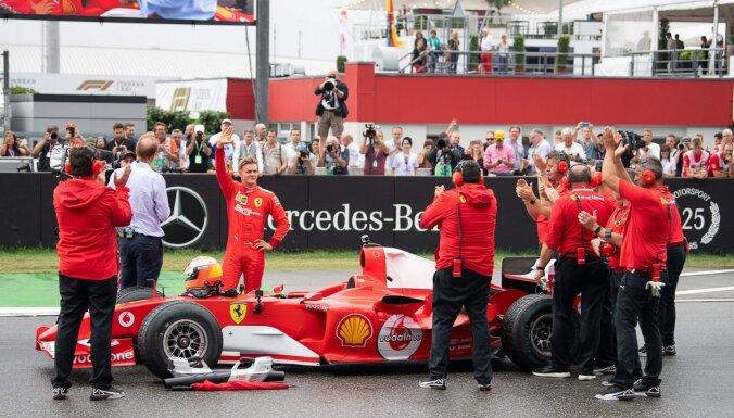 ФОТО, ВИДЕО: Сын Михаэля Шумахера сел за руль чемпионской машины отца