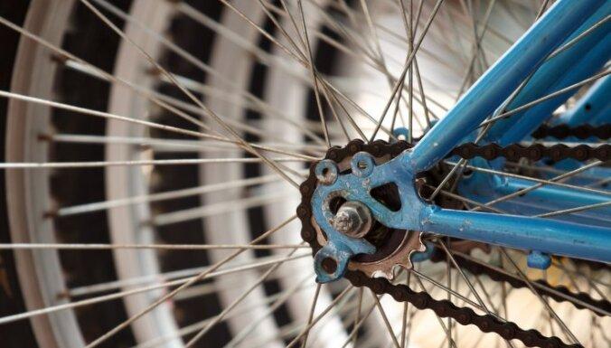 Inčukalna novadā nāvējoši notriec velosipēdistu