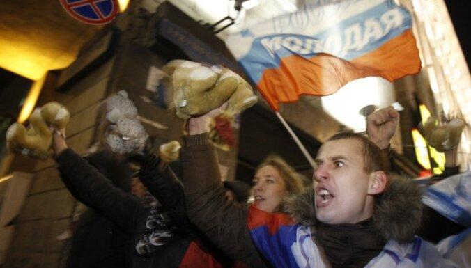 """Сторонники """"ЕдРа"""" против """"навязывания революции"""""""