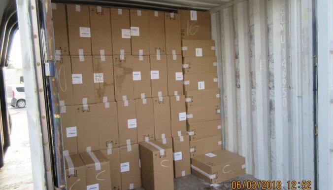 Muitnieki dzelzceļa konteineros atklāj rekordlielu kontrabandas cigarešu kravu