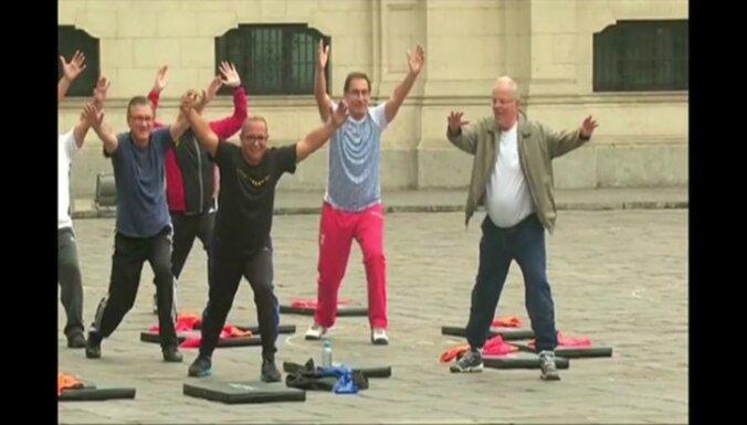 Video: Peru 77 gadus vecais prezidents uzsācis fitnesa kampaņu valstī