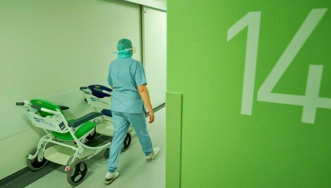 Stacionēto Covid-19 pacientu skaits bez būtiskām izmaiņām
