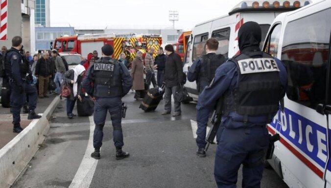 Parīzes lidostā pēc uzbrukuma mēģinājuma nošauts vīrietis
