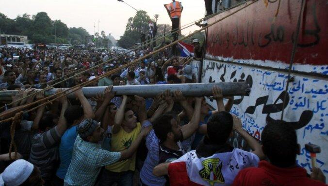 Демонстранты в Каире пошли на штурм МВД Египта