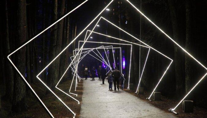 Rīgas parku svētku apgaismojums Vecgada vakarā būs apskatāms līdz pulksten 18