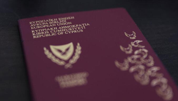 """Еврокомиссия потребовала от Кипра прояснить отзыв 26 """"золотых"""" паспортов"""