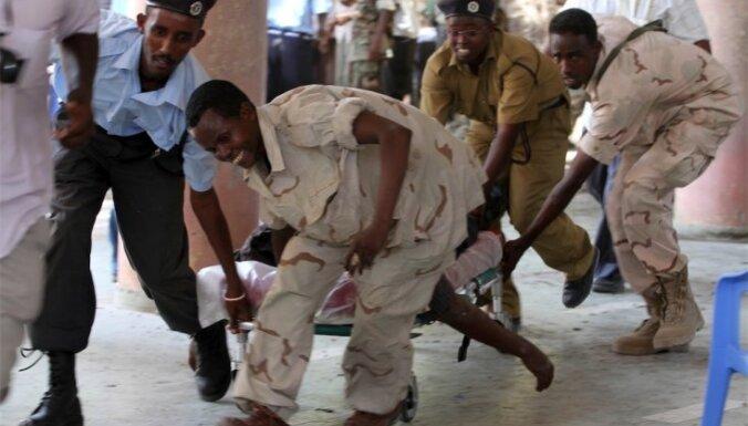 Spridzinātāja pašnāvniece Somālijas Nacionālajā teātrī nogalina valsts Olimpiskās komitejas un Futbola federācijas vadītājus