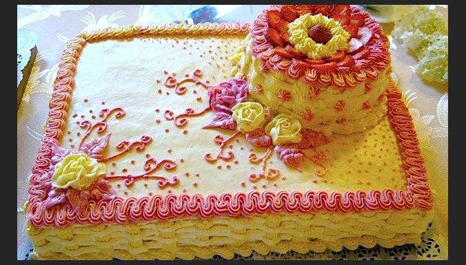 Īsta mājas torte ar vārīto krēmu