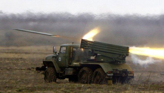 Ukrainā ar 'Grad' apšaudītas armijas pozīcijas; bojāgājuši 19 un ievainoti teju 100 (plkst. 23:27)