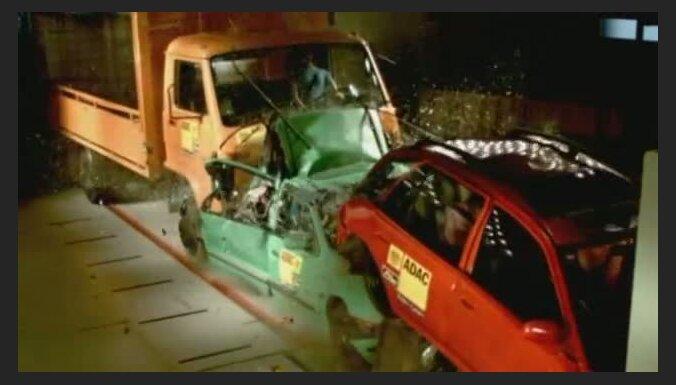 Video: dramatisks vairāku auto sadursmes tests
