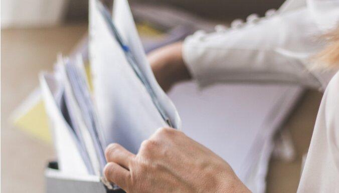 Ardievas papīru kalniem: kā efektīvi sašķirot dokumentus un čekus