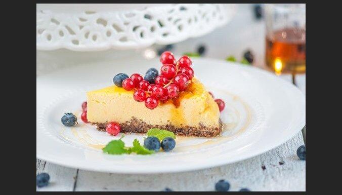 Grieķu jogurta kūka ar ogām