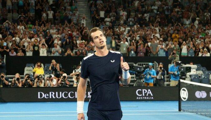 Video: Tenisisti velta emocionālu sveicienu Marejam