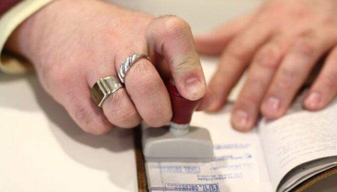 """Общественные организации хотят провести референдум в защиту """"натуральной семьи"""""""